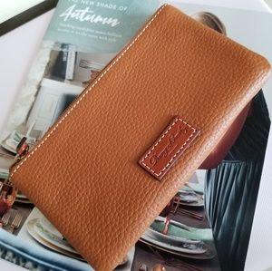 Dooney & Bourke top zipper Coin/ ID Wallet